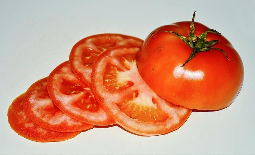 tomat untuk mengatasi mata panda
